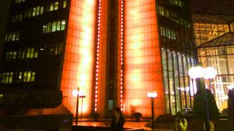 Sabancı Center, kadına şi̇ddete karşı turuncuya boyandı