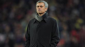 Manchester United, Mourinho ile yolları ayırdı