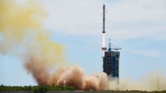 Çin, 156 uyduluk projesinde ilk fırlatmayı yaptı