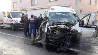 Tarım işçilerini taşıyan minibüs devrildi: 2 ölü, 16 yaralı