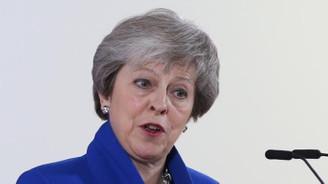Theresa May'e Brexit oylaması öncesi Parlamento'dan darbe