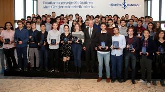 İş Bankası'ndan başarılı gençlere ödül