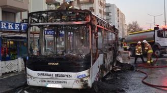 Halk otobüsü seyir halindeyken alev aldı