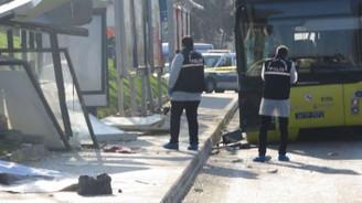 Otobüs durakta bekleyenlere çarptı: Ölü ve yaralılar var