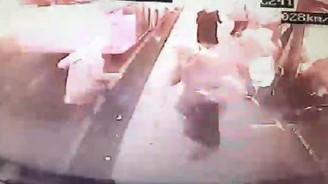 Üsküdar'daki kaza anı otobüs kamerasında