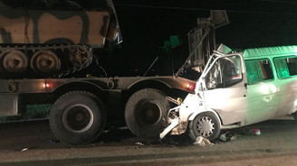 Minibüs askeri TIR'a çarptı: 3 ölü, 10 yaralı
