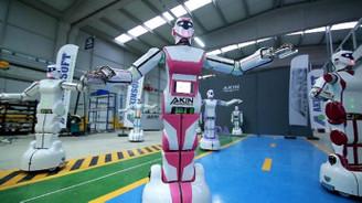 Türkiye'de üretilen insansı robot, 'Erik Dalı' oynuyor