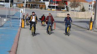 Üniversiteliler 'akıllı bisiklet' ile kampüs yollarında