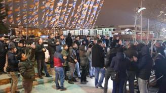 AK Parti il binası önünde 'taşeron' eylemi