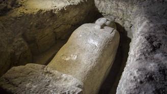 Mısır'da 3 bin yıllık 8 firavun mezarı bulundu
