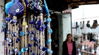 Nazarköy'de boncuk üretimi kadınlarla canlandı