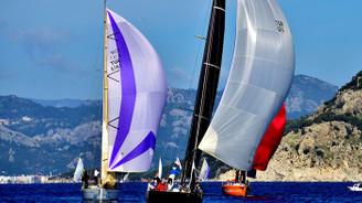 Yat yarışları şiddetli rüzgara takıldı
