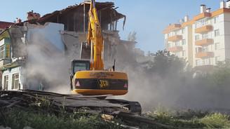 Yıkılan binalarda asbest tehlikesi