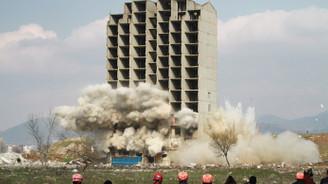 Bursa'da 13 katlı bina iki kez patlatıldı, yıkılmadı