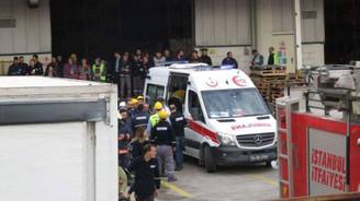 Tuzla'da antrepoda raflar işçilerin üzerine devrildi
