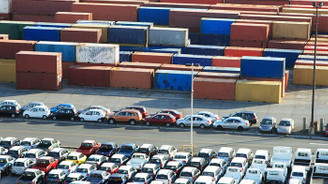 Dünya ticaretini otomobil sırtladı