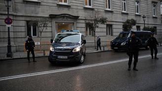 İspanya'dan firarı siyasiler hakkında tutuklama kararı