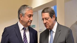Kıbrıslı liderler yeniden masaya oturuyor
