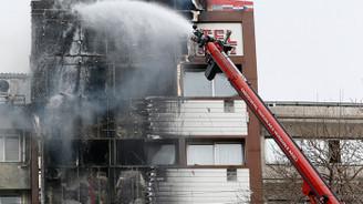 İzmir'de otelde yangın paniği! 3 kişi camdan atladı