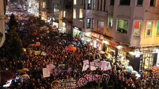 İstiklal Caddesi'nde binlerce kadın yürüdü