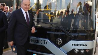 Bakan Özlü, elektirkli otobüs ile test sürüşü yaptı