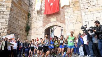 Bin 100 atlet birincilik için ter döktü
