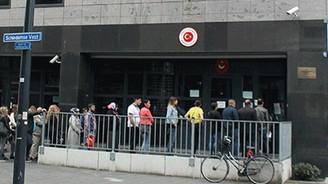 Hollanda'da Türk konsolosluğuna saldırı girişimi