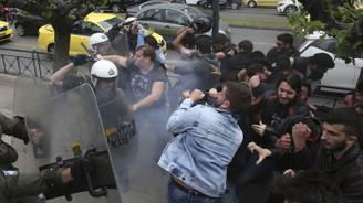 Yunanistan'da savaş karşıtı gösteride arbede