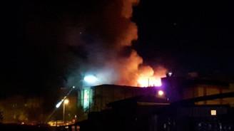 İkitelli ayakkabıcılar sitesinde yangın çıktı