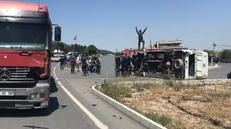 Askerleri taşıyan minibüs TIR'la çarpıştı: 25 yaralı