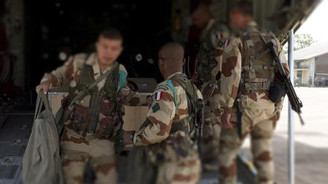 Fransız askerlerinden terör örgütüne topçu desteği