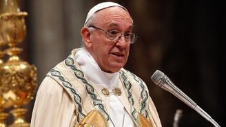 Papadan piskoposlara 'Firavun gibi yaşamayın' uyarısı
