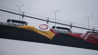 Şampiyonun bayrağı Boğaz'da dalgalanıyor