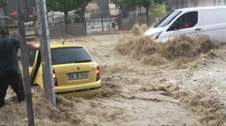 Ankara Mamak'ta sağanak yağış sele neden oldu