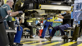 Avrupa'da sanayi üretimi nisanda düştü