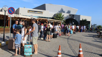 Yunan turistler Ayvalık'a akın etti