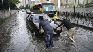 Sağanak yağış İstanbul'u vurdu