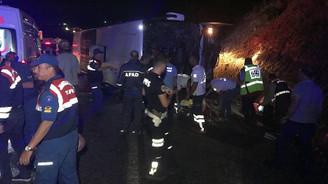 Karaman'da yolcu otobüsü devrildi: 3 ölü, 47 yaralı