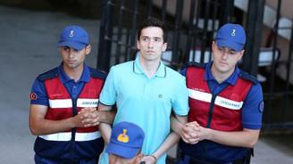 Yunan askerlerin tutukluluğuna devam edilecek