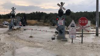 Sağanak nedeniyle İzmir-Bandırma tren seferleri iptal edildi