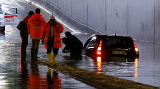Başkentte kuvvetli yağış hayatı olumsuz etkiledi