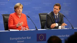 Merkel, Türkiye'yi övdü