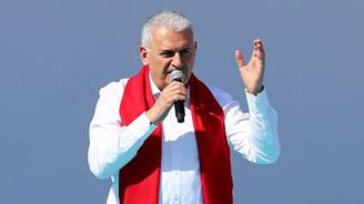 Başbakan: Bu seçim yapım ekibi ile yıkım ekibi arasında