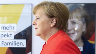 Merkel, ülkesindeki 'sığınmacı krizi' için adım atacak