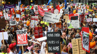 İngiltere'de yüz binler Trump'ı protesto ediyor