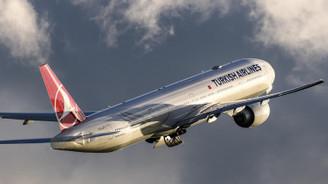 Motoruna kuş çarpan uçak Trabzon Havalimanı'na acil iniş yaptı