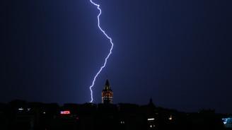 İstanbul'da geceyi şimşekler aydınlattı, yeni uyarı var!
