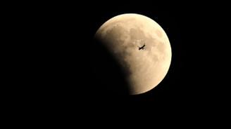 21. yüzyılın en uzun kanlı ay tutulması başladı