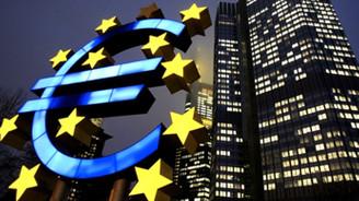 Euro Bölgesi'nde aşağı yönlü riskler hakim