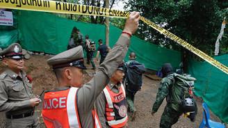 Mağarada mahsur kalan Taylandlı çocukların 4'ü kurtarıldı